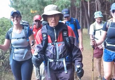 Vegano de 88 anos escala Monte Kilimanjaro