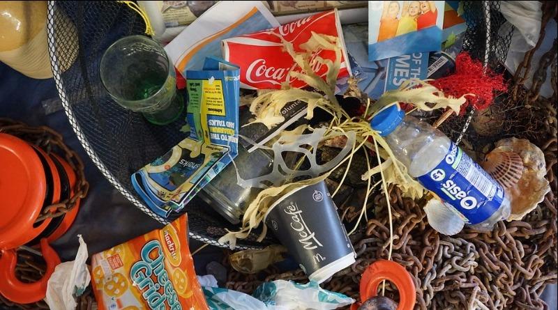 Asfalto 60% mais resistente e feito com plástico retirado dos oceanos é testado no Reino Unido