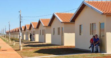 Empresário constrói casas e doa a famílias que precisam