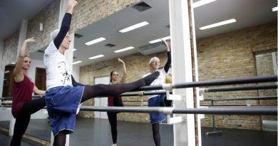 Aposentado, 80 anos e 5 aulas de balé por dia