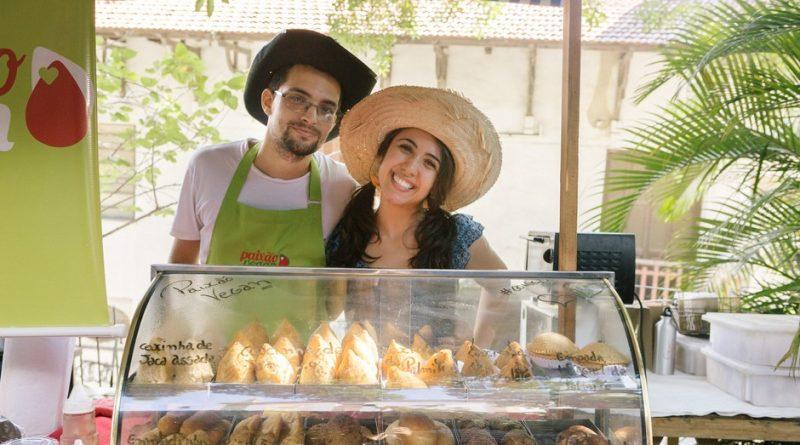 Namorados faturam R$ 55 mil por mês com comida vegana